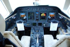 Kokpit ako vo veľkom lietadle.