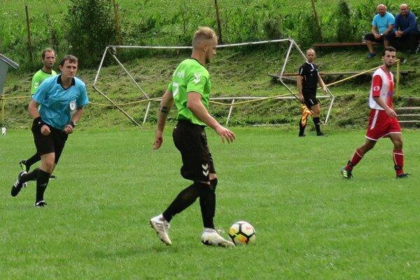 Ján Kupčulák (s loptou) sa blysol proti Breze až piatimi gólmi.