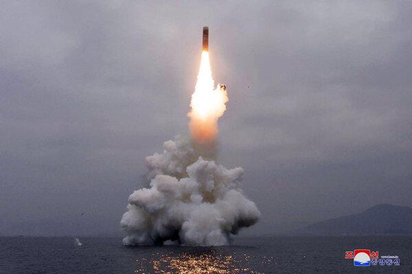Severná Kórea dnes v stredu odpálila balistickú raketu z ponorky.