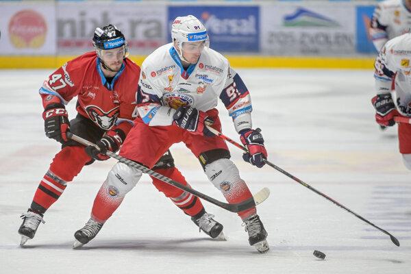 Mário Lunter (B. Bystrica) a Allan McPherson (Zvolen) počas zápasu 9. kola sloveskej hokejovej Tipsport ligy.