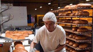 Čerstvý chlieb každé ráno je v ohrození, pekári už nevládzu