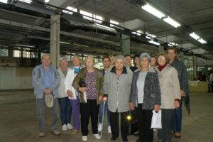 Súdružky zorničiarky, ako sa bývalé pracovníčky samy nazvali, nás poprosili ospoločnú fotografiu na pamiatku.