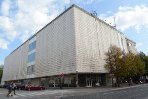 Stretneme sa pri Priore! Vďaka architektke Žertovej majú Košice ikonickú budovu, stala sa vzorom pre ďalšie stavby obchodných domov v Československu.