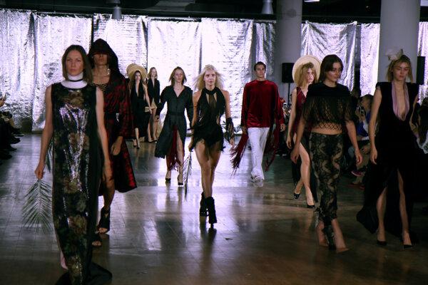Prehliadka najnovšej kolekcie návrhára Borisa Hanečku počas 7. ročníka najväčšieho módneho podujatia na Slovensku Fashion LIVE! 2019 v Bratislave.