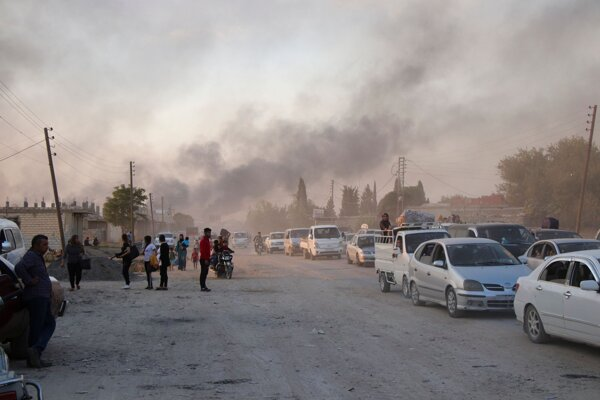 Turci spustili ofenzívu na severe Sýrie.