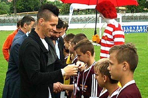 Najlepším tímom a jednotlivcom blahoželal kapitán reprezentácie Marek Hamšík.