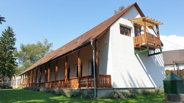 Bývalá budova cirkevnej školy v Brzotíne, v ktorej má byť po rekonštrukcii detský domov.