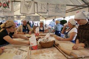 Šikovné žienky z Margecian pri príprave gruľovníkov.