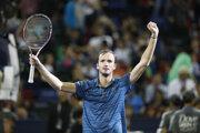 Daniil Medvedev oslavuje triumf na turnaji ATP v Šanghaji 2019.