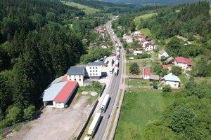 Kolóny v smere od hranice s Českom.