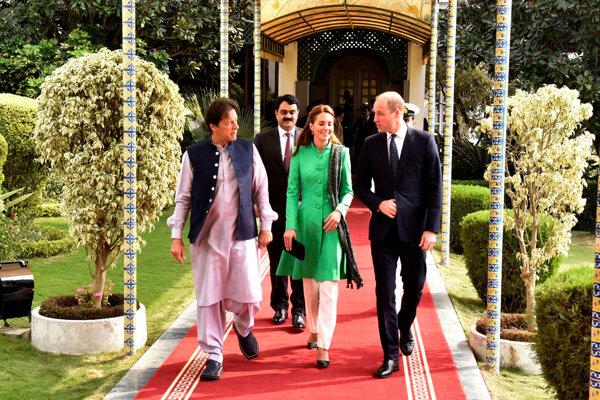 Britský kráľovský pár, princ William a vojvodkyňa Catherine sa stretli s pakistanským premiérom Imránom Chánom.