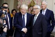 Britský premiér Boris Johnson (vľavo) a predseda Európskej komisie Jean-Claude Juncker.