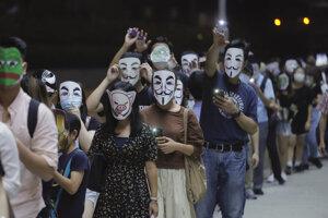 Protestujúci sa v Honkongu vzopreli zákazu tvárových masiek na zhromaždeniach.