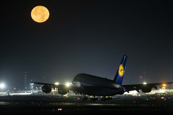 Lietadlo Lufthansa A380 na frankfurtskom letisku.