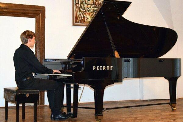 Klavírny recitál Matyáša Nováka si môžete vypočuť o 17.00 hod. v Základnej umeleckej škole Jána Melkoviča v Starej Ľubovni.