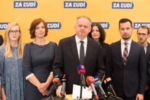 Strana Za ľudí bývalého prezidenta Andreja Kisku je už podľa prieskumu treťou najsilnejšou.