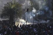 Polícia použila na demonštrantov v Čile slzný plyn.