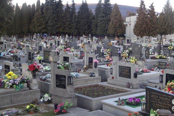 Zlatovský cintorín bude mesto rozširovať.