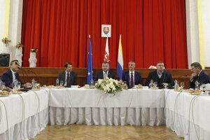 Vláda so zmenou v uznávaní dokladov na utorkovom rokovaní v Sobranciach súhlasila.
