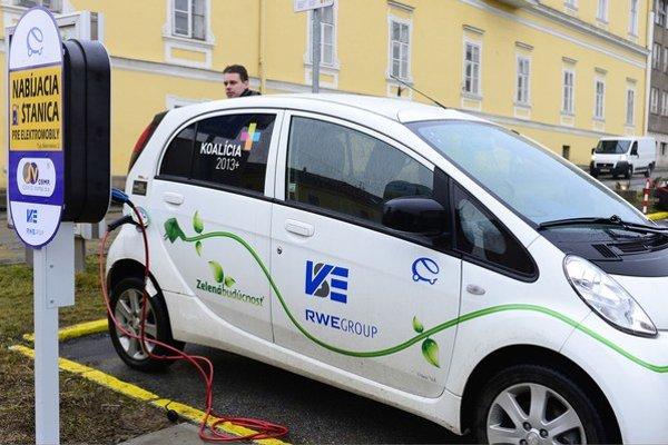 Nová stanica pre výmenu batérií pribudne aj vo Veľkých Bierovciach.
