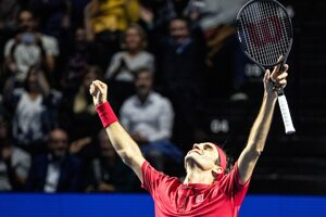 Roger Federer po výhre na turnaji ATP v Bazileji 2019.