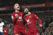 Jordan Henderson (vľavo) a Mohamed Salah.