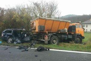Osobné auto narazilo do nákladného zozadu.