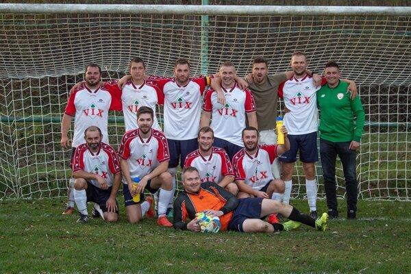 Zbyňov odohral posledné jesenné kolo s desiatimi hráčmi, ale nad Lietavou aj tak dokázal zvíťaziť.