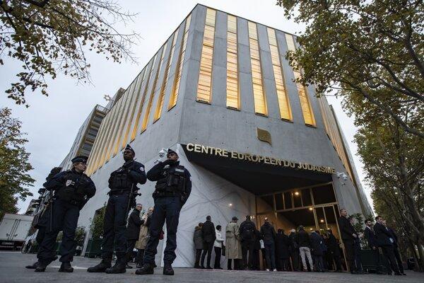 Európske centrum judaizmu v Paríži pri otvorení.