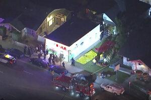 Najmenej traja ľudia prišli o život pri streľbe na večierku v Long Beach.