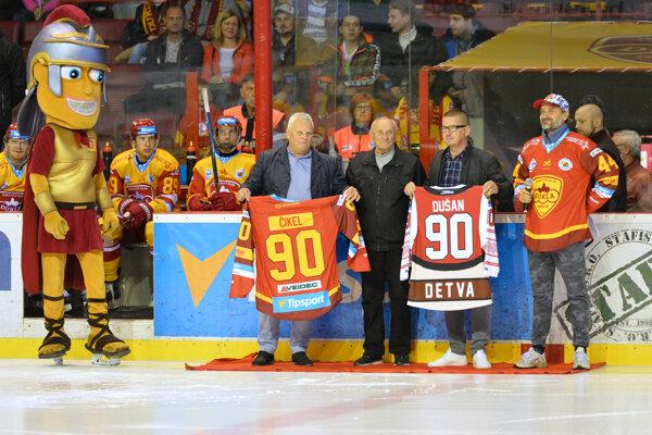 Dušan Čikel (druhý zľava).