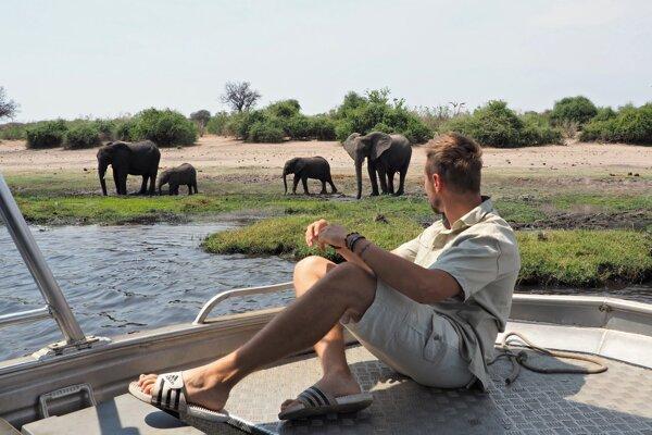 Do Afriky ho od detstva lákali zvieratá z dokumentov. Dnes sa s nimi stretáva pravidelne.