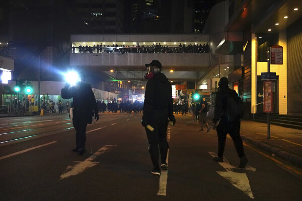 Protesty v Hongkongu pokračujú.