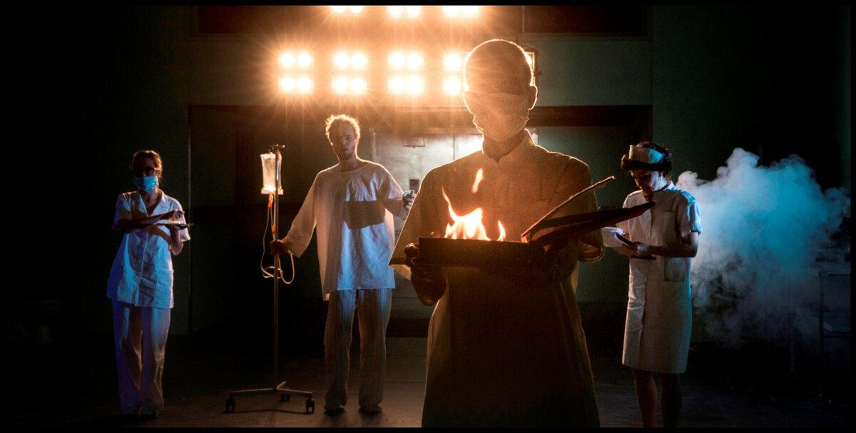 Hra sa voláAnjeli v Amerike (Angels in America) a na tohtoročnom festivale Divadlo Plzeň sme po takmer tridsiatich rokoch od jej vzniku mohli Sharon Stone je na zoznamke, narobilo to problémy 593 9.