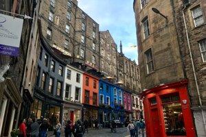 Farebná ulička Victoria street.