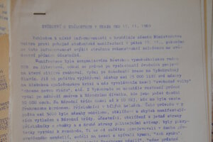 Informácie o zásahu na Národní třídě 17. novembra 1989 sa šírili aj takto.