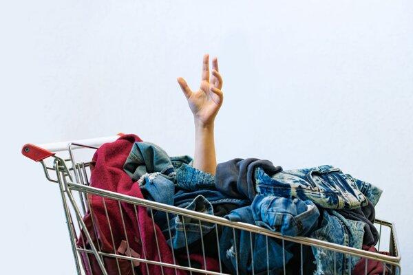 Ľudia, ktorí obmedzia svoje nakupovanie, sa cítia šťastnejšie.