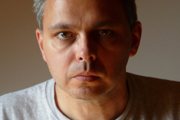 Spisovateľ GYÖRGY DRAGOMÁN.