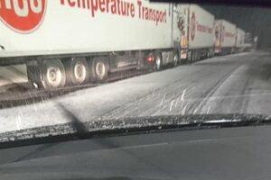 Sneh na diaľnici D3 na Kysuciach.