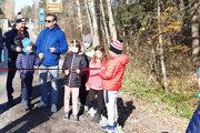 S Mariánom Miezgom chodník otvorili deti.
