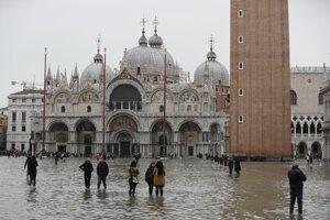 Benátky sú pod vodou.