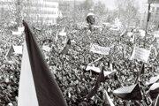 Tisíce študentov a pracujúcich sa 27. novembra 1989 zišli na zhromaždení na Námestí V. I. Lenina (dnes Námestie Ľ. Štúra) v Žiline.