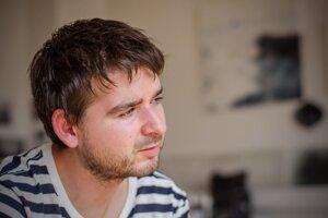 Marek Janičík pochádza z Považskej Bystrici. Spolupracoval na scenári filmu Amnestia, ktorý beží momentálne v našich kinách.