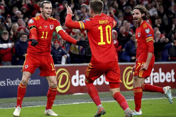 Futbalisti Walesu po góle do siete Maďarska.