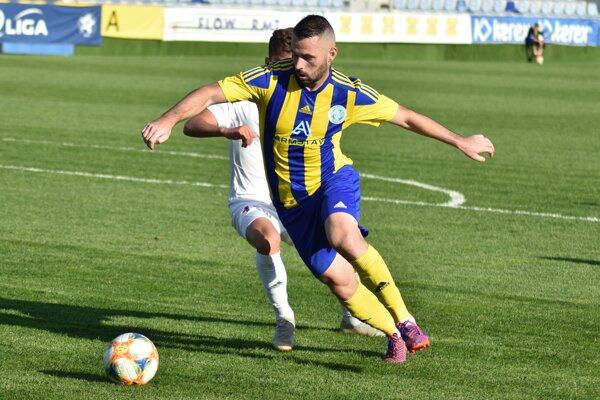 Slavoj v závere jesene ťahal Srb Goran Matič, ktorý dal v troch dueloch štyri góly.