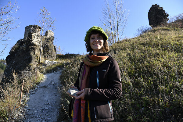 Dominika Andreánska zObčianskeho združenia Úhoľ, ktoré obnovuje pozostatky hradu.