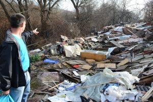 Ak sa tento odpad zosunie do koryta, máme problém, tvrdí Ščavnický.
