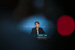Annegret Krampová-Karrenbauerová vedie stranu, ale kancelárkou byť nemusí.