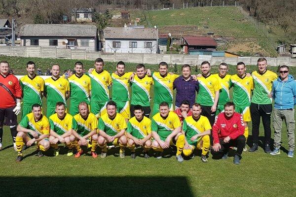 Futbaloví cementári z Horného Srnia sú jesennými majstrami v VII. lige Double Star Bet Sever.
