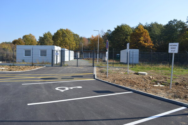 Útulok pre zvieratá začali budovať v septembri minulého roka v lokalite Šalgovík na pozemkoch pri ceste k priemyselnému parku (areál bývalých hydinární).